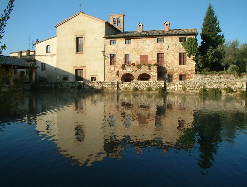 La piazza con acqua termale di Bagno Vignoni