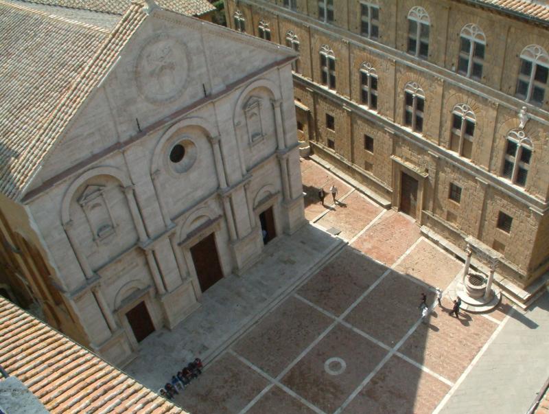 La piazza di Pienza con il Duomo e Palazzo Piccolomini