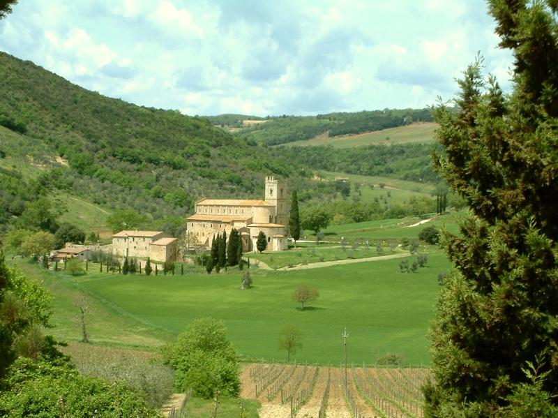 Sant'Antimo, alle pendici di Montalcino